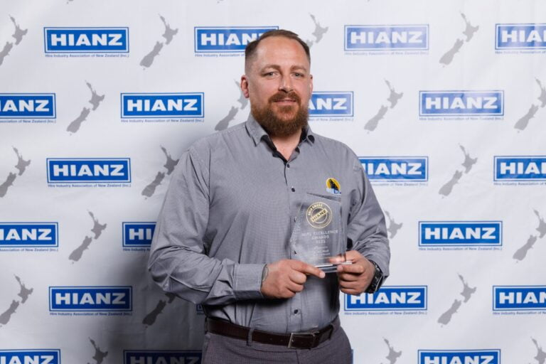 Read more about the article Royalwolf wins top hire industry award – Media Release
